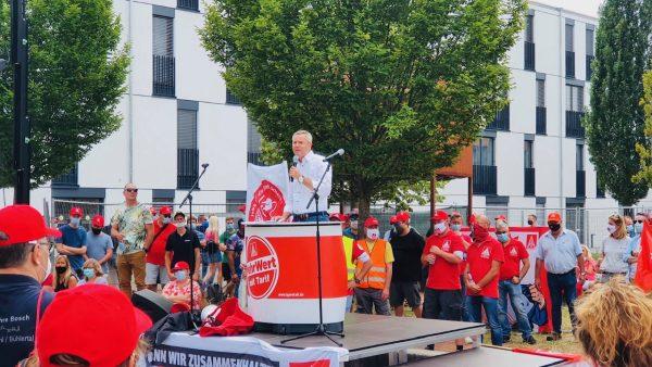 """Tobias Wald spricht bei Kundgebung """"Solidarität gewinnt – Wir für die Zukunft der Region"""""""